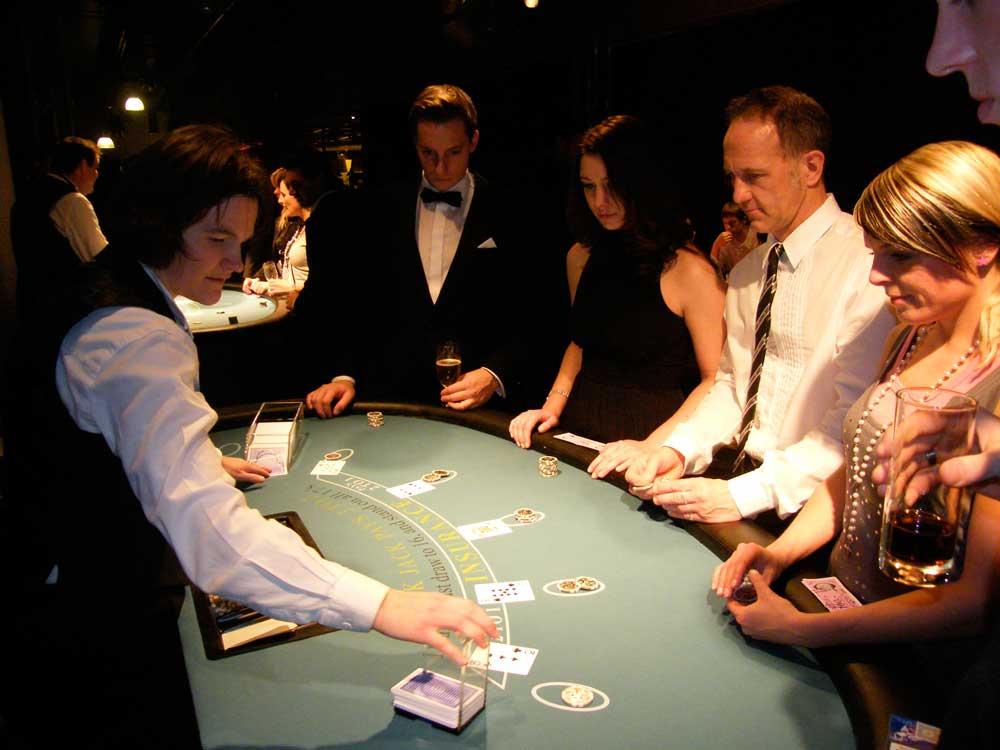 Unsere Gäste spielen Blackjack.