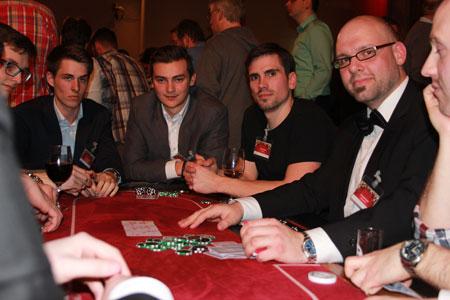 Spannung und gute Stimmung bei unseren Gästen am Pokertisch