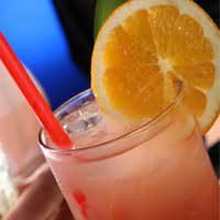 Leckerer Cocktail mit Orangendeko