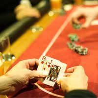 Spannung bei der letzten Hand am Pokertisch